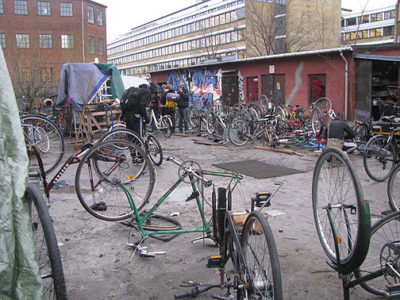 bike-bloc-larger-yard-shot_3711.jpg