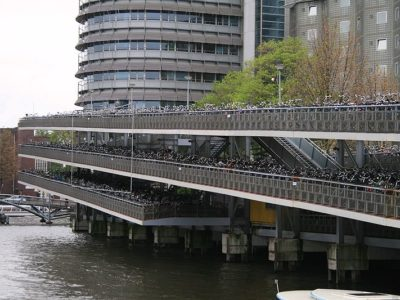 800px-bikes_parking_in_amsterdam_central_station_.jpg