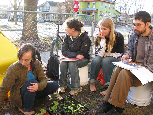 anna teaches a freeskool class on planning your home garden