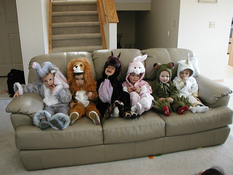 800px-evan_and_friends_at_halloween.jpg