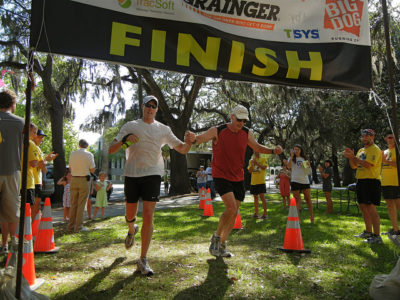 runners_finish_line_5830744097_d5bde9348d_z.jpg