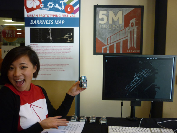 UP volunteer demonstrating the Darkness Map. Photo by Sven Eberlein