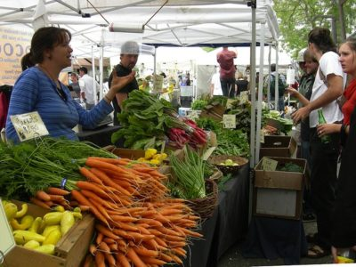 1024px-Ballard_Farmers'_Market_-_vegetables.jpg