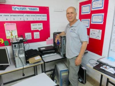 Eyal Bloch of WEconomize at the Jerusalem school's computer center Source: WEconomize